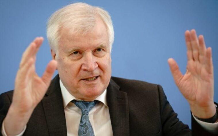 """وزير الداخلية الألماني يتوعد بإجراءات صارمة لمواجهة """"معاداة السامية"""" في ألمانيا"""
