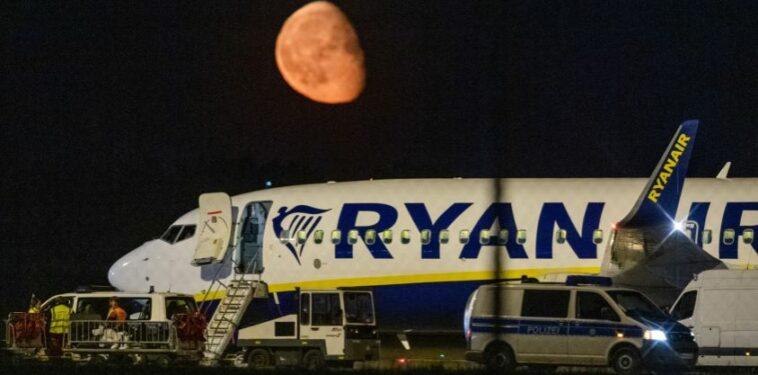 ألمانيا: هبوط اضطراري لطائرة مدنية في برلين إثر تهديد بوجود قنبلة