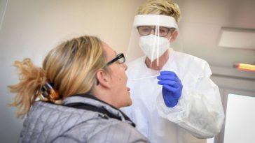 أسئلة وأجوبة سريعة حول الاختبار السريع والاختبار الذاتي لفيروس كورونا