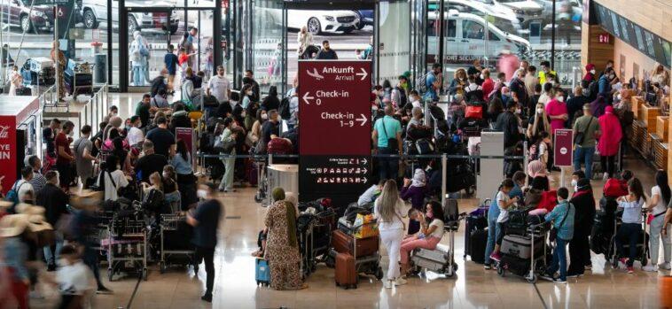السياح الألمان يهرعون إلى المطارات في البرتغال بسبب سلالة دلتا المتحورة من كورونا