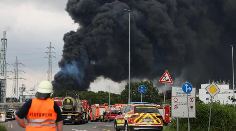 انفجار ألمانيا ليفركوزن مجمع الكيماويات