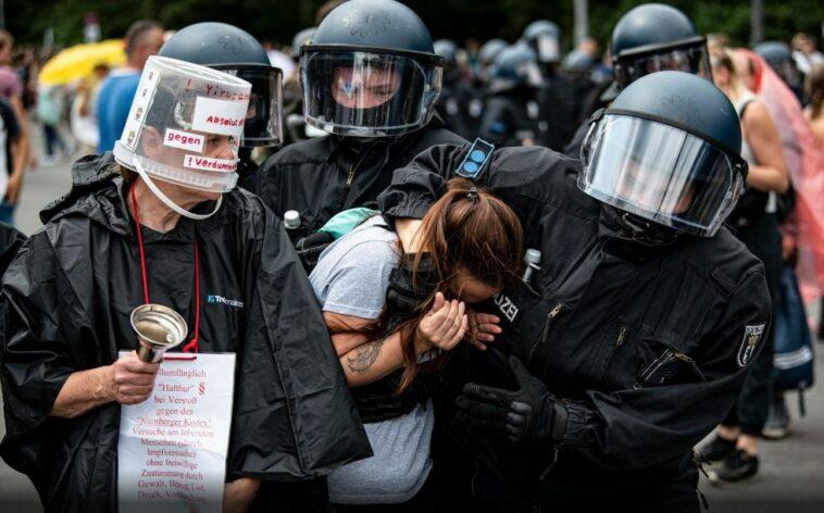 ألمانيا: وفاة رجل واعتقال مئات المتظاهرين ضد تدابير كورونا في برلين