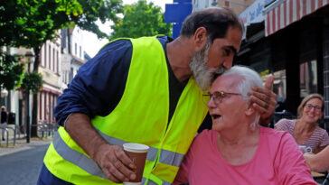 لحظات إنسانية ستبقى في ذاكرة المتطوعين والضحايا- الصورة لميريام شبيز