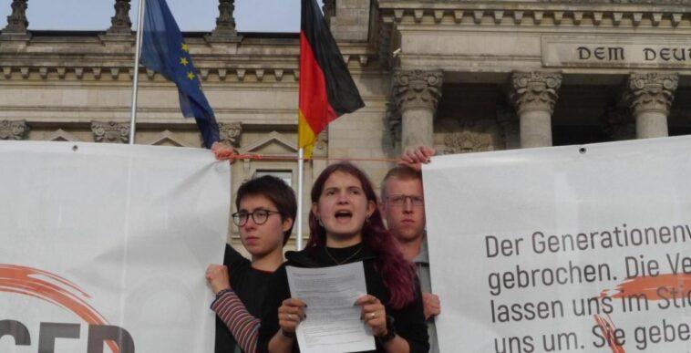 ألمانيا: نشطاء مناخ مضربون عن الطعام في برلين يوجهون إنذاراً جديداً للسياسيين