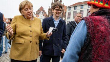ميركل في زيارة وداع مفاجئة لدائرتها الانتخابية