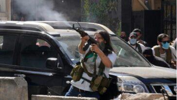 اشتباكات بيروت: قتلى وجرحى خلال احتجاجات ضد قاضي التحقيق بانفجار المرفأ
