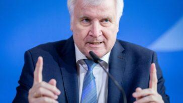 ألمانيا: وزير الداخلية الألماني يتعهد بتعزيز حماية الحدود لمواجهة تدفق المهاجرين